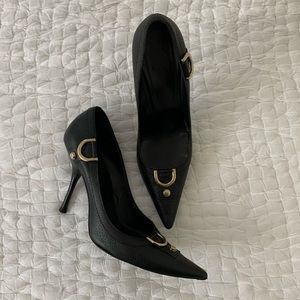 Gucci Leather Pointed Toe Pump Gold Buckle